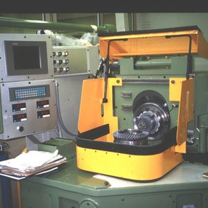 Gear quality production test machine